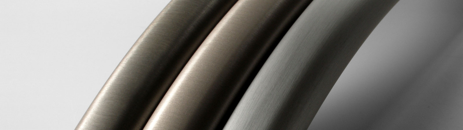 Aluminium handles with surface structures